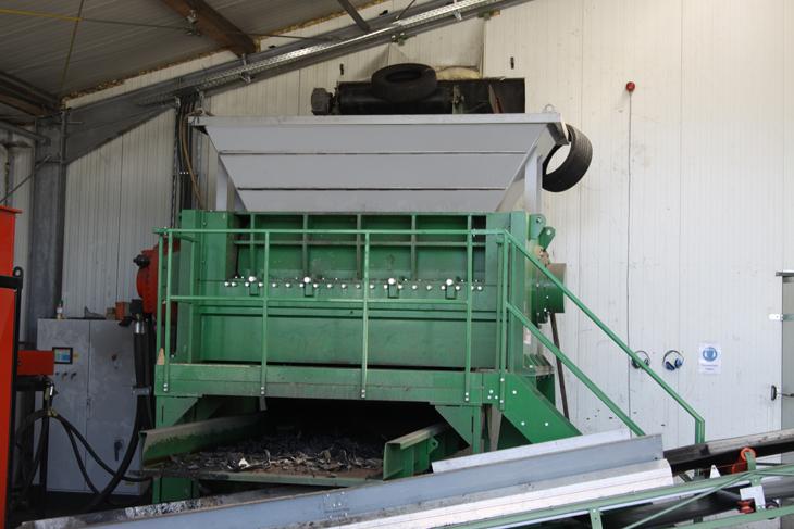Verwertung von Altreifen - Schredder - Reifen Draws